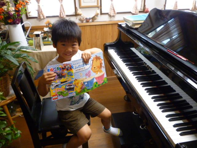 7.26 ピアノレッスン 《リズムのほん3》修了